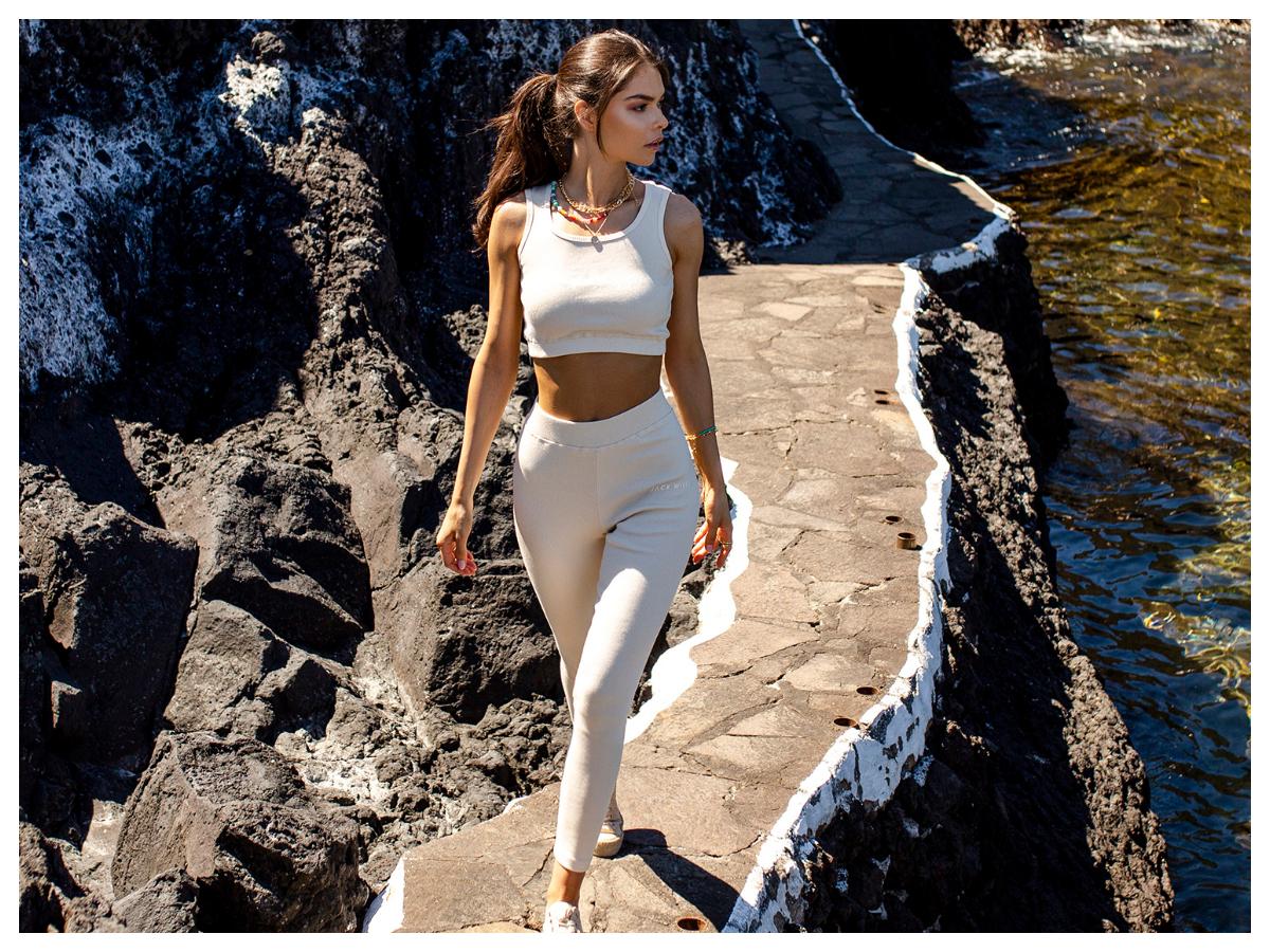 Białe bawełniane legginsy sportowe